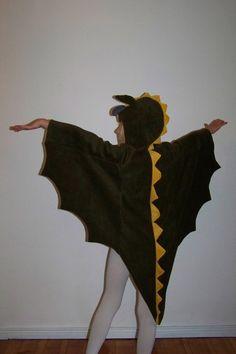 Kinderkostüm Drache   Das Kostüm ist selbst entworfen und genäht. Es besteht aus kuschligem Fleece und macht nicht nur zum Fasching jeden Drachenkampf