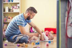 Nel nostro Paese crescono i papà che usufruiscono dei congedi parentali per la maternità: dal 7% del 2008 al 12% del 2013. http://www.iobimbosardegna.com/mamme-bambini/dolce-attesa/papa-sitter/