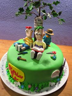 Phineas and Ferb cake with perry