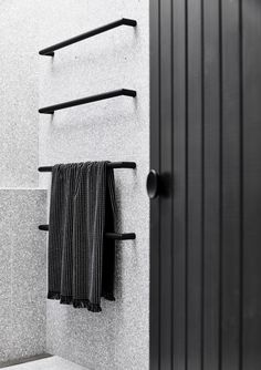 Gallery of The Carlton House / Tom Robertson Architects - 13 - Badezimmer Amaturen Laundry In Bathroom, Bathroom Towels, Small Bathroom, Black Bathrooms, Bathroom Ideas, Bathroom Taps, Bathroom Renovations, Cozy Bathroom, Modern Bathrooms