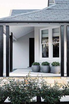 House entrance design white trim 40 Ideas for 2019 House Front Door, House Entrance, House Front, Facade Design, Exterior Design, House Designs Exterior, House Painting, House Front Design, House Paint Exterior