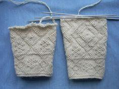 Knit Mittens, Knitted Gloves, Knitting Stitches, Knitting Patterns, Knitting Ideas, How To Purl Knit, Handicraft, Twine, Tatting