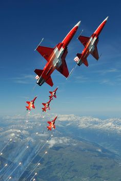 Patrouille Suisse - Fantastic and Crazy! Military Jets, Military Aircraft, Luftwaffe, Fighter Aircraft, Fighter Jets, Swiss Air, Airplane Art, Fire Powers, Jet Plane
