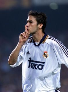 One of my all time favorite soccer players from Real Madrid, number 7 Raul <3