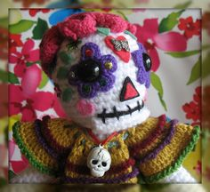 alice brans posted Bianca Sugar Skull by Dutzie to their -crochet ideas and tips- postboard via the Juxtapost bookmarklet. Crochet Crafts, Yarn Crafts, Crochet Toys, Crochet Projects, Knit Crochet, Crocheted Animals, Crochet Skull, Crochet Motifs, Crochet Patterns