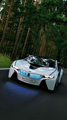 BMW moderne cette voiture est chère une voiture limité elle utilise beaucoup d'essence elle a un beau modèle elle va très vite elle a des phares directionels enterieure en cuir  beau volant en metale elle a un lecteur CD et une radio un toi decapotable ,elle a un beau disegne elle a des grands pneus et fin pour allé plus vite sa vitesse maximal est de 320 km/h :)