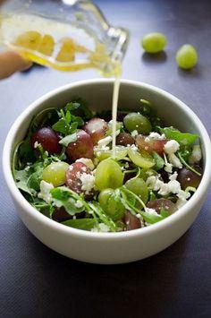 Grape Salad with Crumbled Feta Raw Food Recipes, Veggie Recipes, Salad Recipes, Diet Recipes, Vegetarian Recipes, Cooking Recipes, Healthy Recipes, Feta, Clean Eating