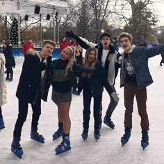 "32.1 mil Me gusta, 1,049 comentarios - New Hope Club (@newhopeclub) en Instagram: ""A fun day out in London with @saffronbarker & @floralprixcess ⛸"""