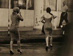 Henri Cartier-Bresson, Cuba ca Candid Photography, Documentary Photography, Street Photography, Henri Cartier Bresson Photos, Cuba Fashion, Fashion Black, Dream Pictures, Photos Of Women, Female Photos