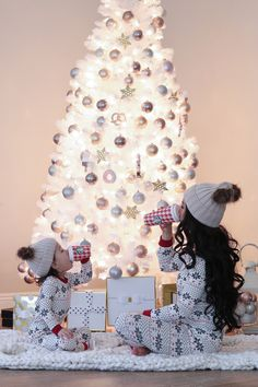 Last Minute Christmas Sales + Mommy and Me Outfits - Stylish Petite - Stylish Petite Xmas Photos, Family Christmas Pictures, Holiday Pictures, Family Pictures, Stylish Petite, Mother Daughter Photography, Mommy And Me Outfits, Couple Outfits, Christmas Photography