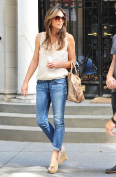 Elizabeth Hurley, nude top cork wedges light jeans Gossip Girl set