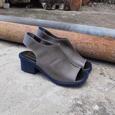 Sandália Gigi cinza Comparsaria