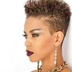 Lots of celebrities these days sport short curly hair styles, but some of them really stand out. When we think of curly short hair, the image of AnnaLynne Tapered Natural Hair, Pelo Natural, Natural Hair Pixie Cut, Short Sassy Hair, Short Hair Cuts, Afro Punk, Pixie Cut Blond, Curly Hair Styles, Natural Hair Styles