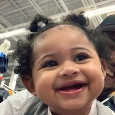 ROAA, I thought I wanted a girl like that, is she going to be able to? Cute Mixed Babies, Cute Black Babies, Black Baby Girls, Cute Funny Babies, Beautiful Black Babies, Cute Little Baby, Baby Kind, Pretty Baby, Cute Baby Girl