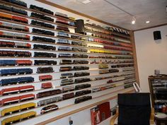 That would require a lot of dusting. But pretty neat. Train Info, Escala Ho, N Scale Trains, Train Room, Hobby Trains, Train Table, Model Train Layouts, Model Trains, Scale Models