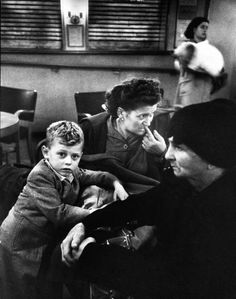 Italian immigrants at Ellis Island. Photograph by Alfred Eisenstaedt. New York City, 1947.