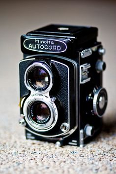 Minolta Autocord, 120 film X negative size. For those of us who couldn't afford a Rolleiflex, this was an excellent alternative. Antique Cameras, Old Cameras, Vintage Cameras, Camera Hacks, Camera Nikon, Film Camera, 35mm Film, Photography Camera, Pregnancy Photography