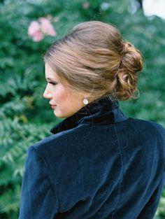 Idée et inspiration coiffure de mariage tendance 2017   Image   Description  S'il est une chose que vos convives scruteront avec au moins autant d'attention que votre robe de mariée le jour J, c'est bien votre coiffure pour votre mariage. www.rnrhairandbea…