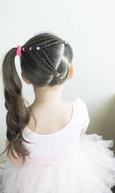 This style was inspired by Hilde @studiohilde. I put my own twist on it and created a heart shape =)  #hearthair #valentinesdayhairstyle #hearthairstyle #hairstylesforkids #toddlerhairstyles #easyhairstyles #hearthairstyles #hairtodreamhairstyles