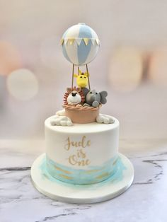 Hot air balloon first birthday cake by little home Bakes. Handmade fondant animals and hand painted gold lettering Hot air balloon first birthday cake by little home Bakes. Handmade fondant animals and hand painted gold lettering - Baby First Birthday Cake, Boys 1st Birthday Cake, Animal Birthday Cakes, Balloon Birthday, Birthday Month, Frozen Birthday, Hot Air Balloon Cake, Torta Baby Shower, Fondant Animals