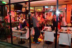 Restaurante a la carta con show musical en vivo