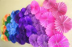 Painel de flores de papel.