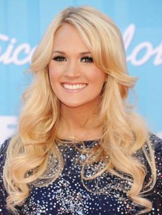 Carrie Underwood Long Curls - Carrie Underwood wore her hair in pretty cascading curls for the 'American Idol' finale. Carrie Underwood, My Hairstyle, Pretty Hairstyles, Easy Hairstyles, Amazing Hairstyles, Formal Hairstyles, Wedding Hairstyles, Buttery Blonde, Low Maintenance Haircut