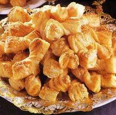 Egy finom Sajtos masni II. ebédre vagy vacsorára? Sajtos masni II. Receptek a… Snack Recipes, Snacks, Muffin, Chips, Bread, Cookies, Cake, Food, Savory Snacks