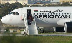 """""""Malta"""" es tendencia porque un avión fue secuestrado y luego liberado. Los secuestrados se entregaron. http://qoo.ly/cwthj"""