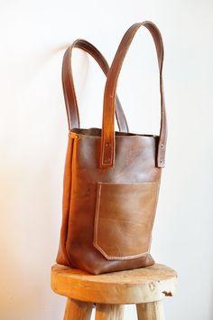 Handgemaakte leren tas, shopper GILI || www.BAGGAD.nl  handmade leather bags, clutches, backpacks and more