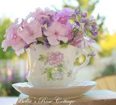 Lovely table décor +Bellas Rose Cottage
