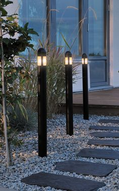 Versatile set di 3 lampioncini a LED Amalfi Solar Garden Lanterns, Modern Landscaping, Outdoor Solar Lights, Outdoor Lighting, Modern Garden, Backyard Projects, Garden Lighting, Front Door Design, Water House