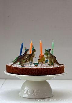 http://elnidodemamagallina.blogspot.com.es/2015/02/diy-como-hacer-velas-con-dinosaurios.html