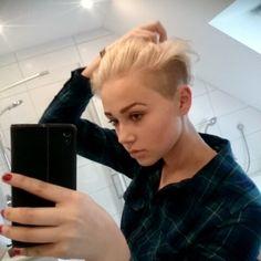 #haironfleek #hairstyle #fresh #cutted #love #Hemd #Hair # #platinblond #shorthaircut #shorthairdontcare #shorthair #undercut #sidecut #pixie #pixiecut #sideshave #shavedside #shavednape #nape #shavedhead@buzzcutfeed @shorthairgirlz