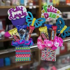 Diy Birthday Box, Party Favors For Kids Birthday, Birthday Gift Baskets, Candy Bouquet Diy, Diy Bouquet, Eid Crafts, Diy Crafts For Gifts, Weird Gifts, Love Gifts