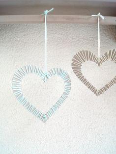 Herzen mit Garn umwickeln - Kinder basteln ein schönes Geschenk für Valentinstag. | von Fantasiewerk