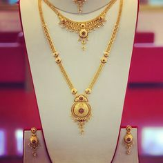 Full Bridal set with Ruby gem stones. Long Patta set, Necklace, Earrings and Tikka. Complete set for the big day. Rathy Jewellers New… Gold Necklace Simple, Gold Jewelry Simple, Long Chain Necklace, Gold Necklaces, Necklace Set, Diamond Necklaces, Silver Jewelry, Chocker Necklace, Quartz Jewelry