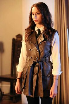 I love Spencer Hastings outfits. Love the coat