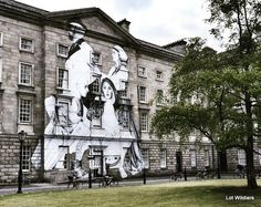 Dublin is such a vibrant city. A perfect mix between Georgian classical houses and young new ideas. Here you see a beautiful piece of street art on the front of Trinity college.  I really love that place!