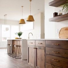 Remodeling Kitchen Cabinets I'm all for a light and bright kitchen but I'd totally be on board for dark wood cabinets if they looked as pretty as these ones in this… - Dark Wood Kitchen Cabinets, Light Wood Kitchens, Brown Kitchens, Bright Kitchens, Kitchen Countertops, Wood Cabinet Kitchen, Dark Stained Cabinets, Walnut Cabinets, Wooden Cabinets