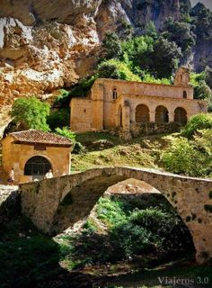 Hermitage of Santa Maria de la Hoz in Tobera - Castile and León, Spain Wonderful Places, Beautiful Places, Medieval Town, Spain And Portugal, Secret Places, Chapelle, Spain Travel, Abandoned Places, Belle Photo