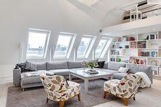 Moderne witte leefruimte met authentieke scandinavische alementen