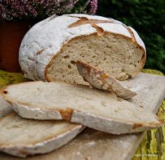 chleb pszenno - żytni na zakwasie Baguette, Our Daily Bread, Polish Recipes, Holiday Desserts, Bread Recipes, Food To Make, Bakery, Brunch, Food And Drink