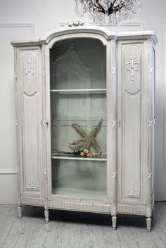 930-1+french+curio+armoire.jpg 1,067×1,600 pixels