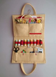 Kit de Costura - How to create a personal organizer for needlewoman - Art & Craft Ideas Sewing Basics, Sewing Hacks, Sewing Tutorials, Sewing Crafts, Sewing Projects, Sewing Patterns, Sewing Kits, Clay Tutorials, Doll Patterns