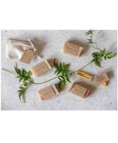 """Eine feine Auswahl an handgesiedeten Naturseifen, ein Duftsäckchen und Heiliges Holz """"Palo Santo"""" - alles, was man für ein Rundum-Wohlgefühl braucht. www-my-soap-shop.de"""