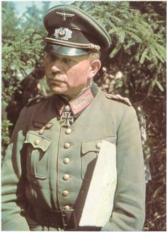 Heinz Wilhelm Guderian (June 17, 1888 - May 14, 1954) was a German military, the Wehrmacht Generaloberst and Chief of the General Staff of the Army, considered one of the greatest military geniuses of the twentieth century and known as one of the main developers of the concept of Blitzkrieg modern, architect of mechanization Gun German armored cavalry of the Second World War.
