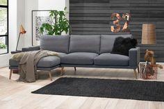Elliot 2 personers sofa - Grå - Flot og klassisk sofa i grå. Den fine Elliot sofa er perfekt til den mindre stue, hvor man ønsker en stilfuld sofa i skandinavisk design. Den grå sofa har sæde- og rygpuder, der giver sofaen en ekstra god siddekomfort.