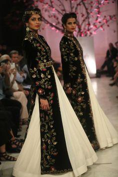 Punjabi Dress, Pakistani Dresses, Indian Dresses, Indian Wedding Outfits, Indian Outfits, Wedding Dresses, Indian Attire, Indian Wear, Indian Look