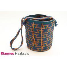 Wayuu mochila 'Zandloper', verkrijgbaar als haakpakket via http://rianneshaaksels.nl/29-wayuu-mochila-zandloper  #RiannesHaaksels #haken #wayuumochila #doehetzelfvrouw